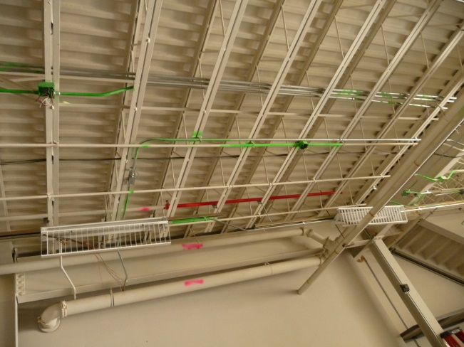 Pipes and lines marked red and green