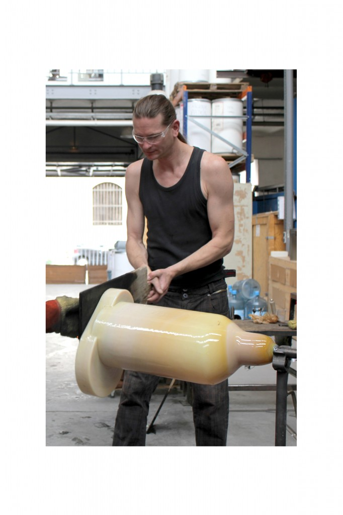 Shift side table is hot-worked on the blowpipe after being blown into mold. Photography credit: Sylvain Willenz / Victor Hunt Designart Dealer.