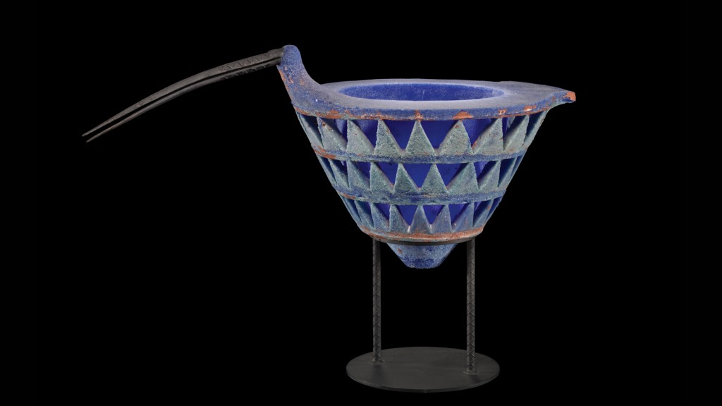 Curlew, Karla Trinkley (American, b. 1956), United States, Boyertown, Pennsylvania, 1994. Pâte de verre; metal stand. H. 21.75 in., W. 33 in., D. 16.5 in. Collection of The Corning Museum of Glass, 2012.4.175, gift of Dan Greenberg and Susan Steinhauser.