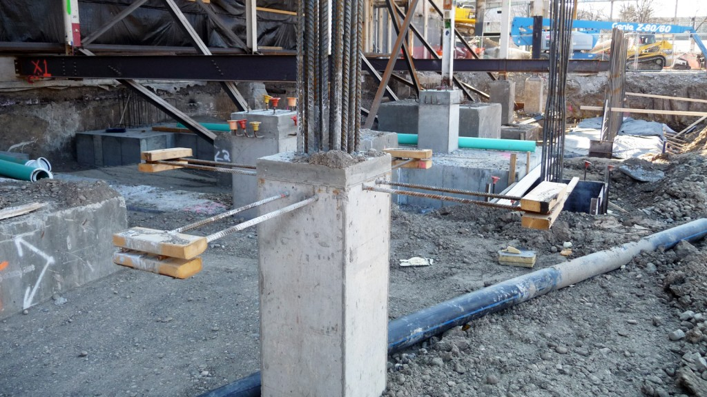 The floor of the gallery will be at the level of the horizontal rebars coming out of the column base
