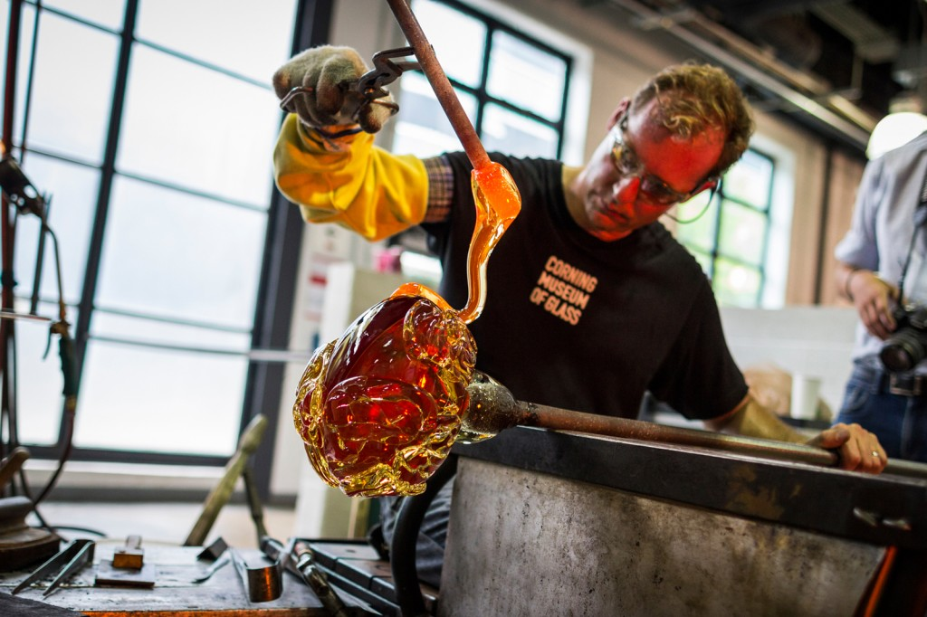 Eric Meek creates a glass brain designed by GlassLab designer Sigga Heimis