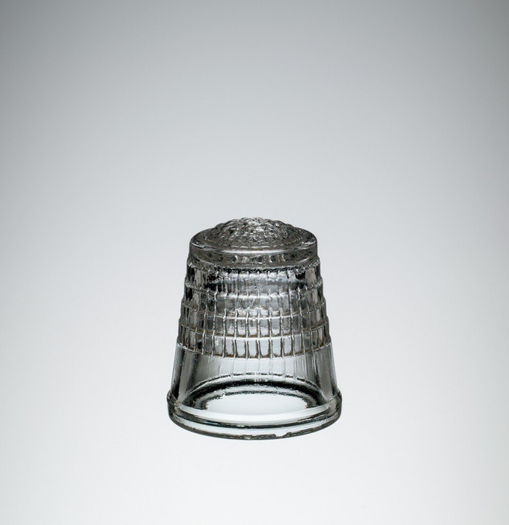 Glass thimble, Corning, NY, Corning Glass Works, about 1942-1945, H: 2.3 cm, D: 2 cm (69.4.176).