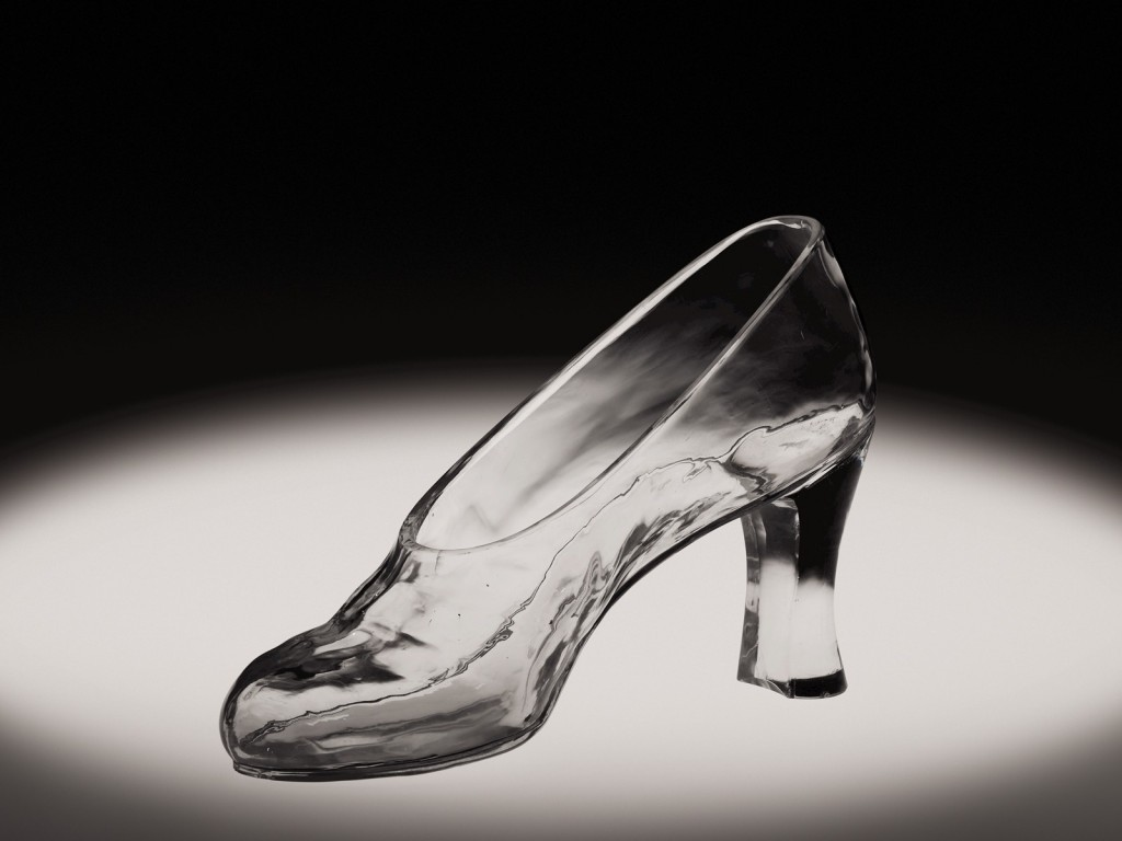 Glass Slipper, Frederick Carder, Corning, NY, 1925. Overall H: 14 cm, W: 22 cm, D: 8.3 cm. (66.4.74)