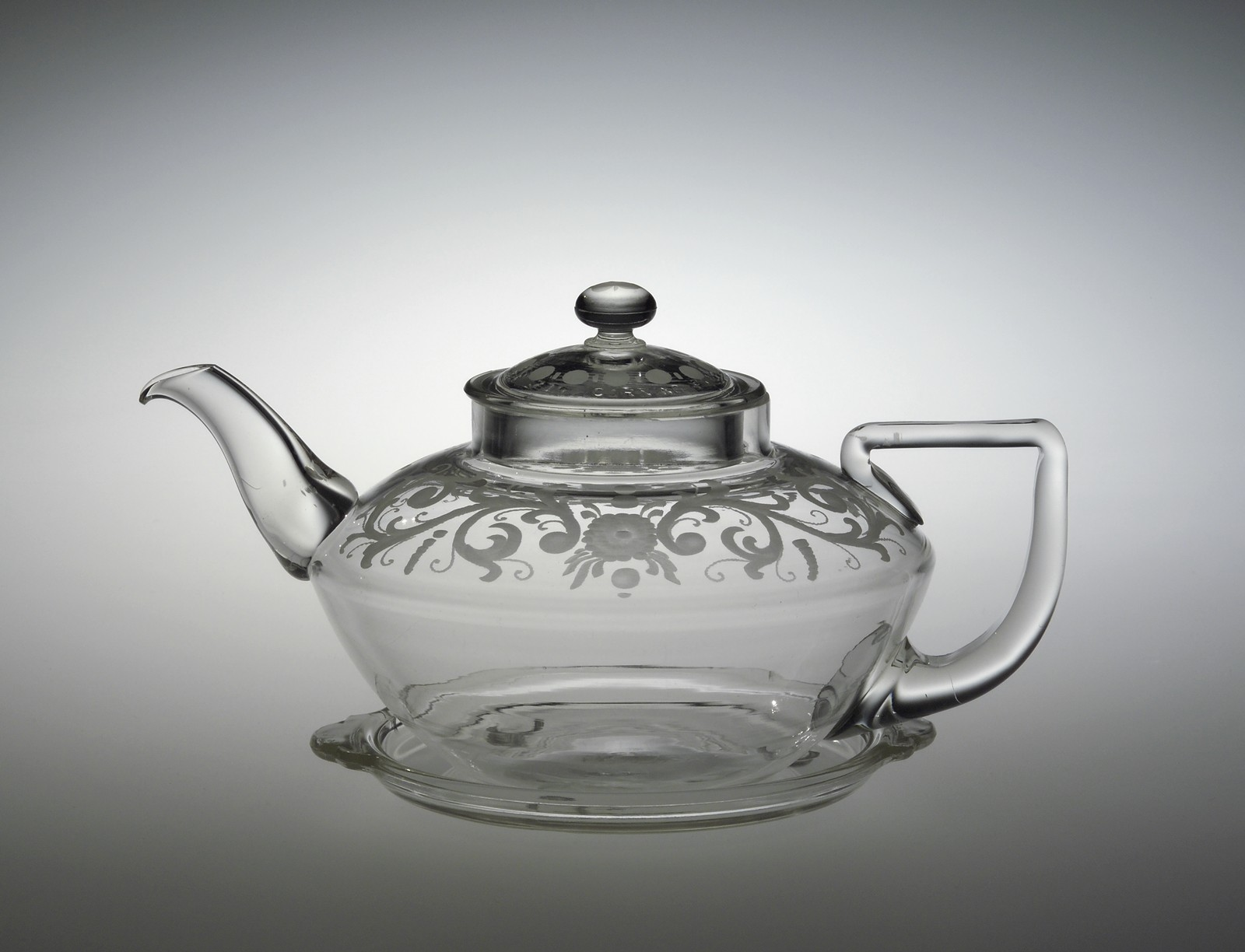 Pyrex Teapot, Corning Glass Works, designed by Frederick Carder, about 1922-1925, H: 14.6 cm W: 26 cm D: 17.7 cm, gift of June Franklin Wynne in memory of Anna Youngflesh (2003.4.75).