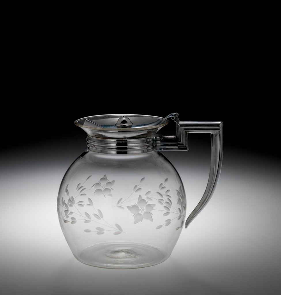 Pyrex Teapot, Corning Glass Works, 1931-1940, H: 14.6 cm W: 16.6 cm D: 13 cm (2010.4.219).
