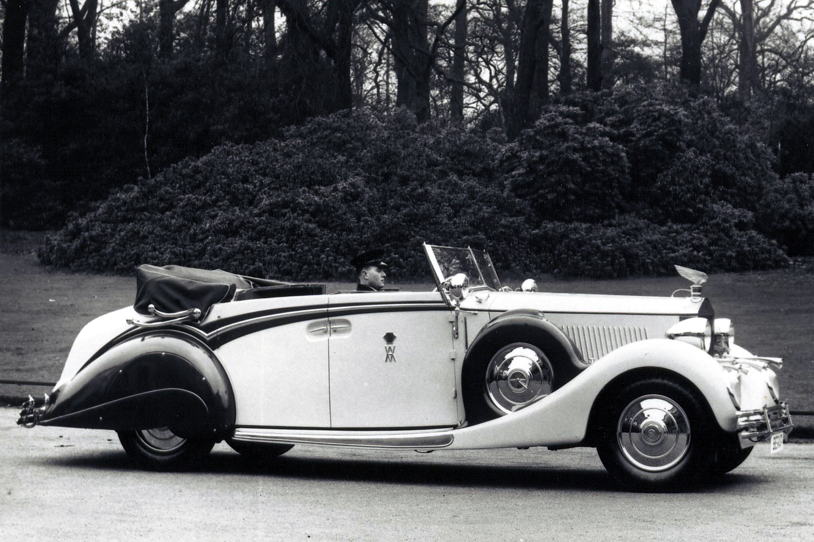 A Lalique Victoire mascot on the hood of a 1937 Rolls-Royce IIIS Phantom owned by the Prince of Berar. (Photo courtesy of Flickr user klintan77)