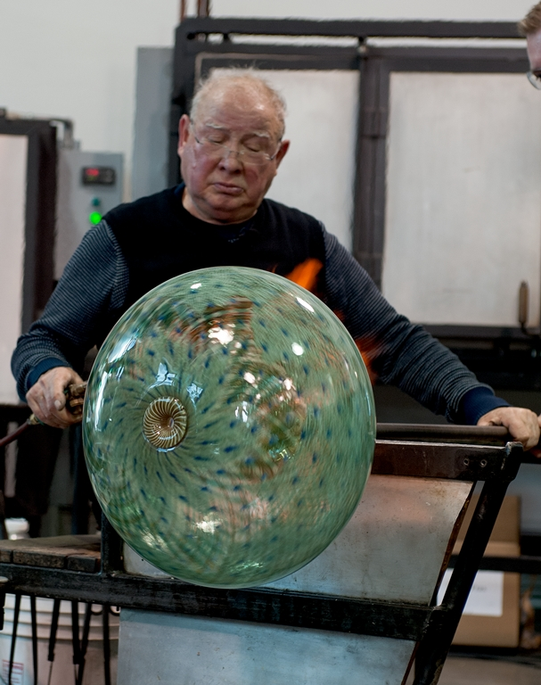 A longtime friend of Dr. Whitehouse, Tagliapietra spent nearly an hour at the furnace making this piece, which involved several different glassblowing processes.