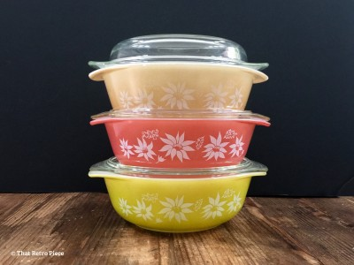 Agee Pyrex 'Flannel Flowers' (1961-63) (Photo credit: That Retro Piece)