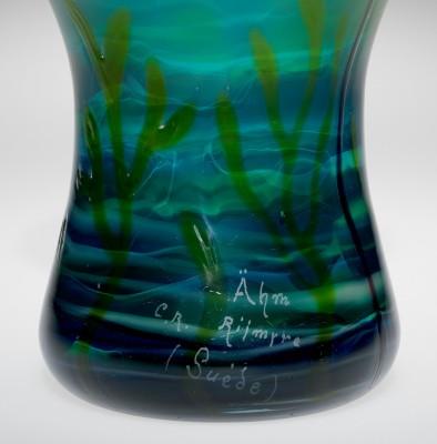 Signature on the vase