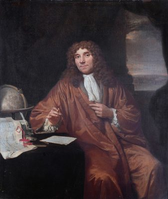 Antoni van Leeuwenhoek (1632-1723), 1680 Jan Verkolije Oil on canvas [Public domain], via Wikimedia Commons