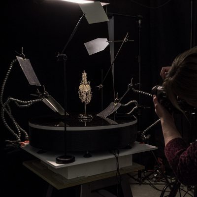 Allison preparing to shoot 360 images of Blaschka Nr. 213.