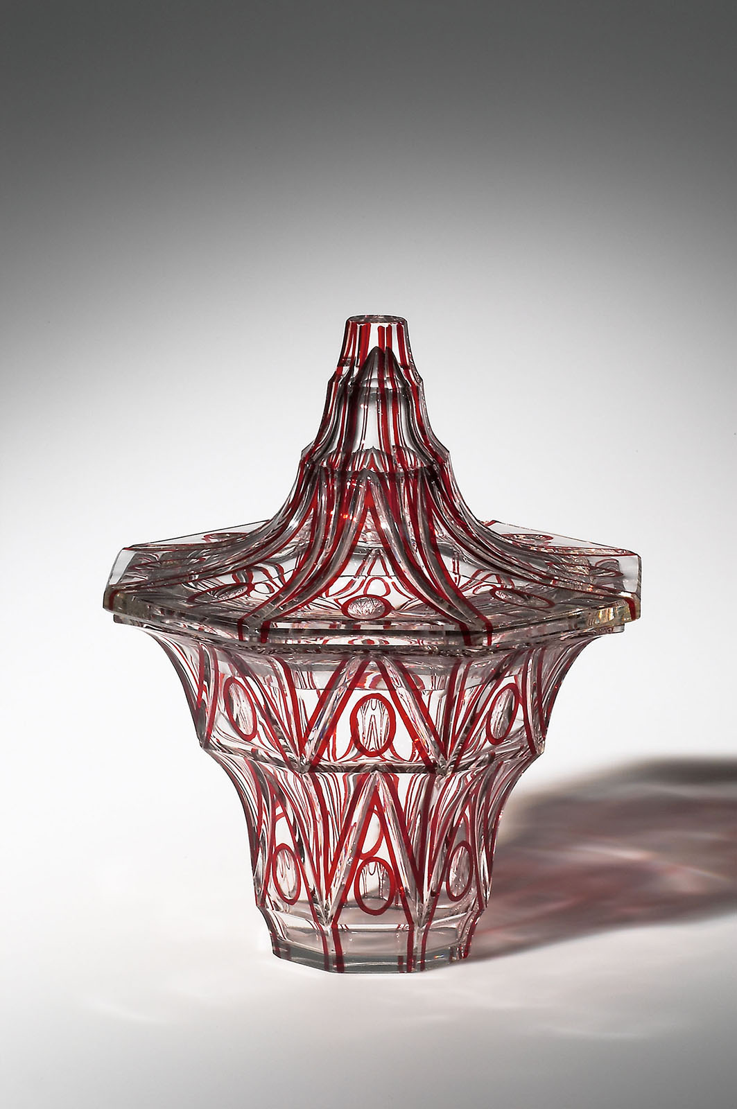 Vase with Lid, before 1916. Designed by Emanuel Josef Margold (Austrian, 1888–1962); manufactured by Carl Schappel. Glass, cased and cut. H. 22 cm, Diam. 18.3 cm. MAK, Austrian Museum of Applied Arts / Contemporary Art (WI 1716-1, 2). © MAK/Georg Mayer.